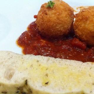 Risotto Balls Stuffed with Bacon and Mozarella -  dari The Old Spaghetti House (Loyola Heights) di Loyola Heights |Metro Manila