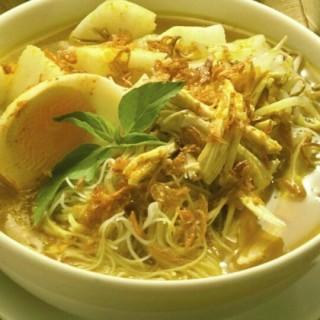 Soto Ayam - Gubeng's Kafe Betawi (Gubeng)|Surabaya
