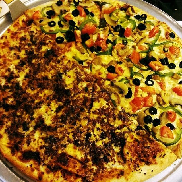 Bacon Cheeseburger And Vegetarian Pizza