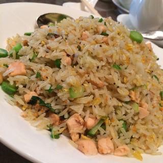 黑松露三文魚炒飯 -  dari Okura 28/F Chinese Restaurant (路氹城) di 路氹城 |Macau