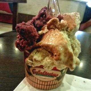 Hazelnut and Choco Truffle -  dari Gelatissimo (Quezon City) di Quezon City |Metro Manila