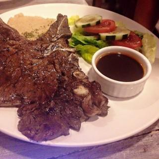 Porterhouse Steak -  dari Beeffalo by Hotrocks (Sto. Niño ) di Sto. Niño  |Metro Manila
