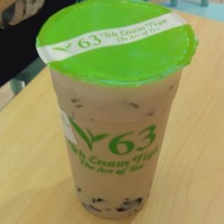 Grass Jelly Milk tea - ในKuningan จากร้านIce World (Kuningan)|Jakarta