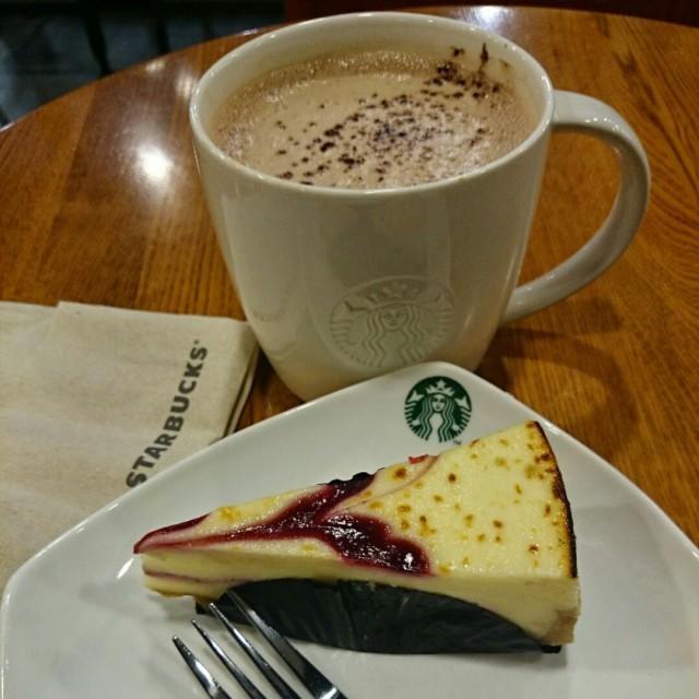 Hot chocolate with raspberry cheesecake - Tampines's Starbucks ...