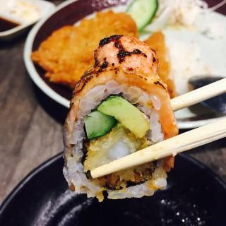 Ebi salmon Aburi roll -  Orchard / The Sushi Bar (Orchard)|Singapore