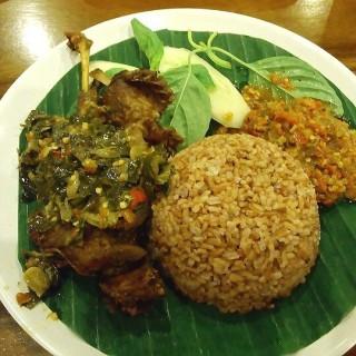 nasi merah bebek kaleyo cabe ijo - 位於Dalem Kaum的Bebek Kaleyo (Dalem Kaum) | 萬隆