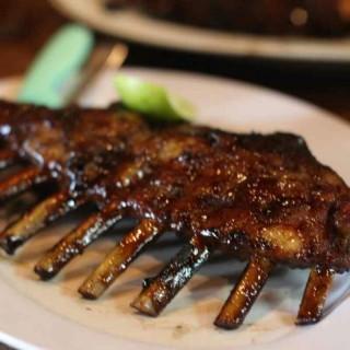 Grilled Ribs - ในPantai Indah Kapuk จากร้านNaughty Nuri's Warung and Grill (Pantai Indah Kapuk)|Jakarta