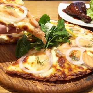 Smoked salmon pizza -  ดินแดง / On The Table (ดินแดง) กรุงเทพและปริมลฑล