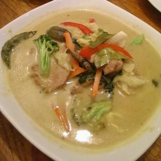 Green chicken curry - ในPantai Indah Kapuk จากร้านYing Thai (Pantai Indah Kapuk)|Jakarta