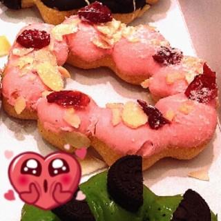 สตรอเบอร์รี่ อัลมอนด์ -  dari Mister Donut (มิสเตอร์โดนัท) (ปทุมวัน) di ปทุมวัน |Bangkok