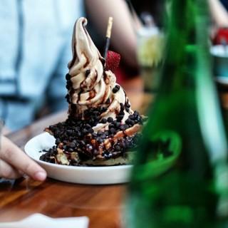 Vanilla Choco Chip Waffle - ในThamrin จากร้านShirokuma (Thamrin)|Jakarta