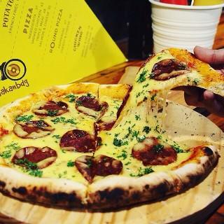 Round Pizza Pepperoni -  dari 1/4 Pizza Bar (Dipati Ukur) di Dipati Ukur  Bandung
