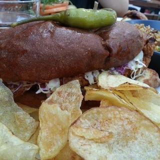 Fried Chicken Sandwich - 位於Ortigas的Wild Flour Cafe + Bakery (Ortigas) | 馬尼拉