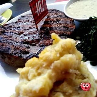 Big Bites -  Riau / Steak Hotel by Holycow! (Riau)|Bandung