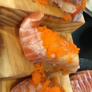 Salmon aburi -  dari Fuku Intown (ฟุกุอินทาวน์) (ปทุมวัน) di ปทุมวัน |Bangkok