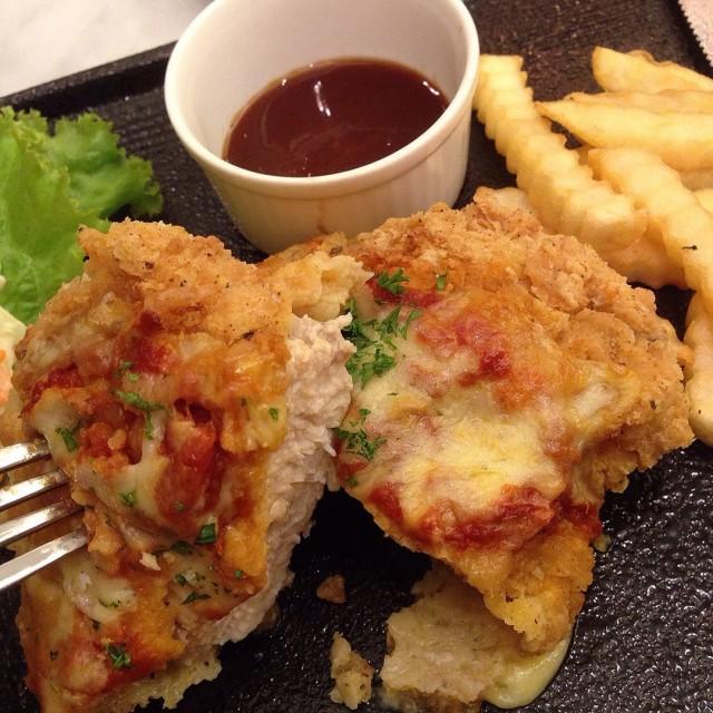 Mama's Chicken - Bakerzin - Dating / Couple - Pondok Indah - Jakarta