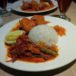 Nasi dan ayam gulai  -  dari Rumah Makan Sederhana (Bogor) di Bogor |Jakarta