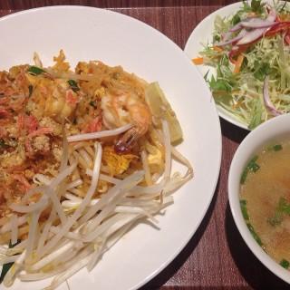 パッタイ -  三軒茶屋・三宿 / 本格タイ料理バル プアン (三軒茶屋・三宿)|東京