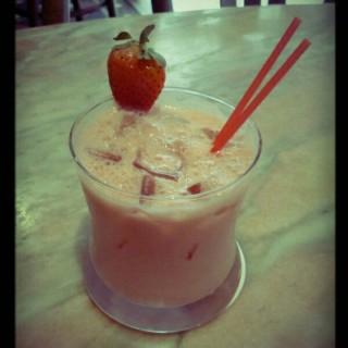 Strawberry cocktail - ใน中環 จากร้านPeak Cafe Bar (中環)|ฮ่องกง