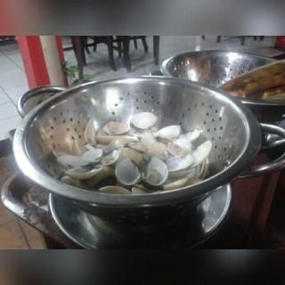 kerang kapa rebus - ในFatmawati จากร้านKerang Kiloan Pak Rudi (Fatmawati)|Jakarta