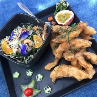 ปลาทอดยำตะไคร้ -  dari Meena Rice Based Cuisine (อ.สันกำแพง) di อ.สันกำแพง |Chiang Mai