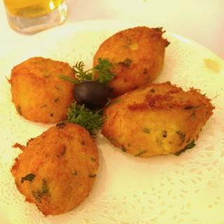馬介休薯球 -  dari Restaurante ESCADA (新馬路) di  |Macau