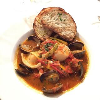 Sunday brunch Main Course - Seafood stew - 位于湾仔的Fishsteria (湾仔) | 香港
