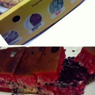 Martabak Red Velvet cream cheese oreo - Menteng's Martabakku Menteng (Menteng)|Jakarta