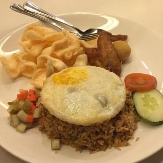 Nasi goreng special - ในPermata Hijau จากร้านThe Food Hall (Permata Hijau) Jakarta