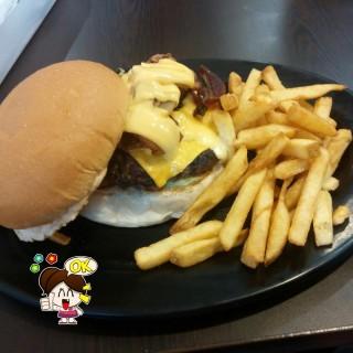 Zark's Ultimate Burger - Wack-Wack's Zark's Burgers (Wack-Wack)|Metro Manila