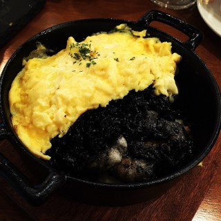 Riz Noir ( Squid Ink Rice with Seafood & Omelette ) - 位于榜鵝的Miam Miam (榜鵝) | 新加坡