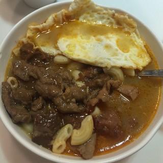 沙爹牛肉、五香肉丁煎蛋通粉 - 位於紅磡的翠河餐廳 (紅磡) | 香港