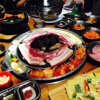dari 滋滋咕嚕 쩝쩝꿀꺽 韓式烤肉專門店 (大安區) di 大安區 |Taipei
