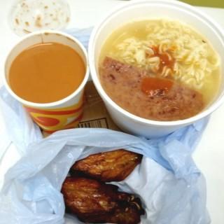 下午茶餐外賣(午餐肉公仔麵+香炸雞翼+熱奶茶) - 位於的銀都冰室 (香港仔) | 香港