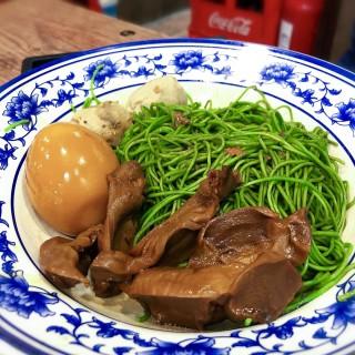 鹵水雞腎鹵水溏心蛋台灣貢丸撈菠菜麵 - 位於太子的十六座車仔麵 (太子) | 香港