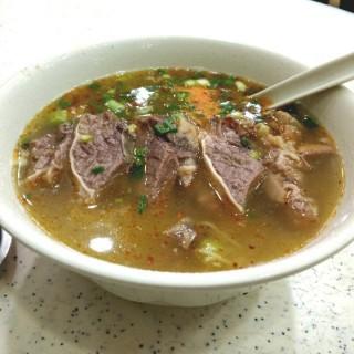 五香牛腩幼麵+自製辣椒油 - 位於銅鑼灣的潮興魚蛋粉 (銅鑼灣) | 香港