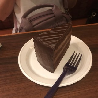 Chocolate of A Thousand Leaves Cake -  Kallang / The Coffee Bean & Tea Leaf (Kallang)|Singapore