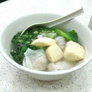 淨魚片頭、魚皮餃 - 位於銅鑼灣的潮興魚蛋粉 (銅鑼灣) | 香港