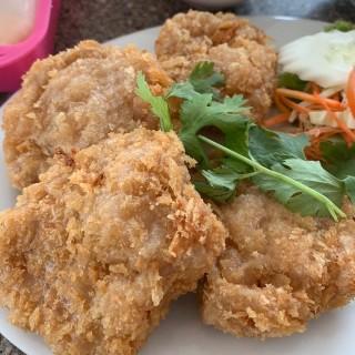 ทอดมันกุ้ง -  dari Ruen Yok (บางปะกอก) di  |Bangkok