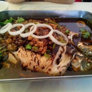 黑椒味烤鱼 -  dari 鱼酷 (南开区) di 南开区 |Tianjin