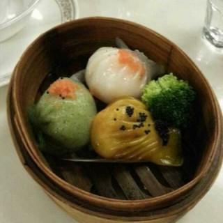 三色虾饺 - huanghuagang's 皇点点心连锁餐厅 (huanghuagang)|Guangzhou