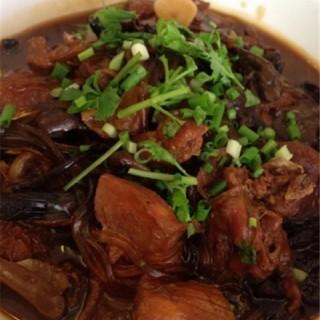 小鸡炖蘑菇 - 位於牡丹園的雪松宾馆吉人缘餐厅 (牡丹園) | 北京