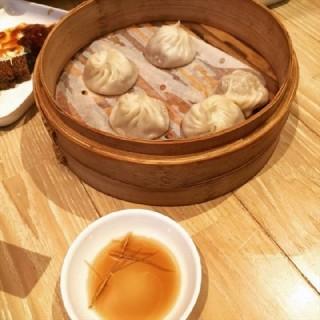 蟹粉小笼 - ใน虹桥 จากร้านThe Dining Room (虹桥)|Shanghai