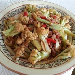 酱香花菜粒 - ใน街道口 จากร้าน桂苑餐厅 (街道口)|Wu Han