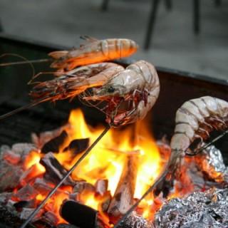 大蝦也是自攜的,非店方供應. - ใน大埔 จากร้านTai Mei Tuk Mangrove BBQ site (大埔)|ฮ่องกง