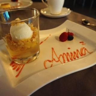冧酒啫喱,燒菠蘿伴椰子雪糕 - ใน銅鑼灣 จากร้านAmina² Cuisine (銅鑼灣)|ฮ่องกง