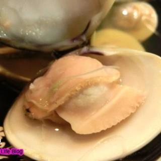 清酒煮蜆 -  dari Katsuhachi (銅鑼灣) di 銅鑼灣 |Hong Kong
