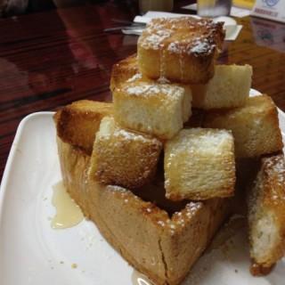 一口蜜糖多士 - ใน大埔 จากร้าน珞桐冰室 (大埔)|ฮ่องกง