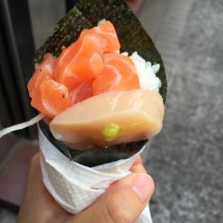 三文魚帶子手卷 - ใน尖沙咀 จากร้าน勁回味 (尖沙咀)|ฮ่องกง