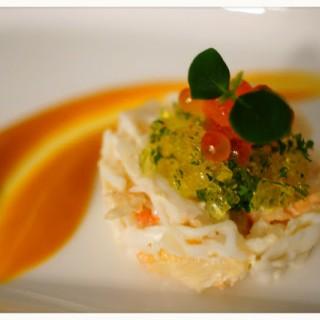 阿拉斯加皇帝蟹肉配南瓜蓉 - 位於尖沙咀的Amina Modern European (尖沙咀) | 香港